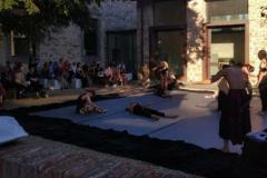 Uno spettacolo di danza al Castello dell'Acciaiolo
