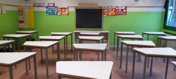 I nuovi banchi della scuola Pertini