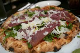 Una pizza da asporto