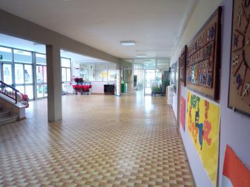 L'interno della scuola Spinelli