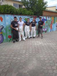 Gli artisti e l'opera di street art a Badia a Settimo
