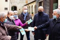 La consegna dei buoni spesa di Unicoop alle associazioni e alle parrocchie cittadine